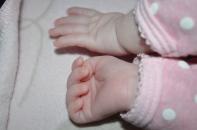 mains qui dorment